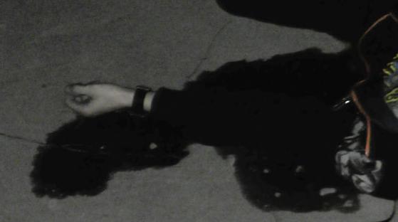 Біля ТЦ в Рівному 22-річний хлопець зарізався на очах у поліції (фото)