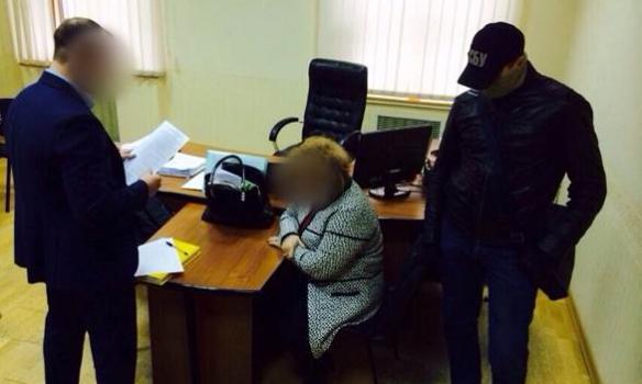 Ректора одного из запорожских вузов задержали при попытке дать взятку замминистра образования