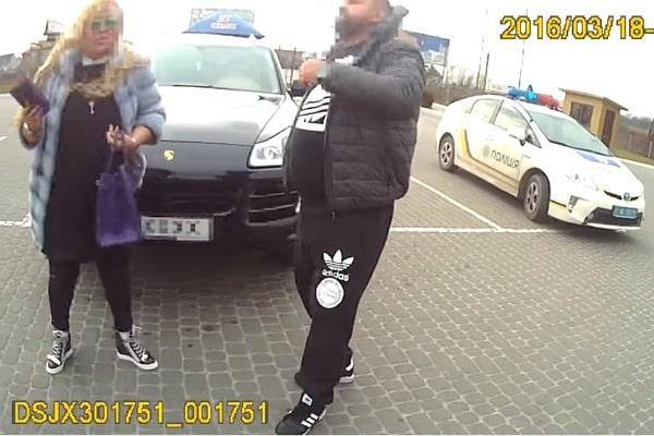 """""""Сейчас ты будешь иметь"""": во Львове доцент университета на Porsche угрожала патрульным и хвасталась шубой (ВИДЕО)"""