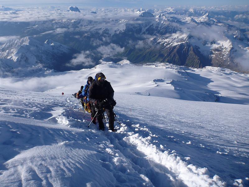 На Ельбрусі зірвався український альпініст