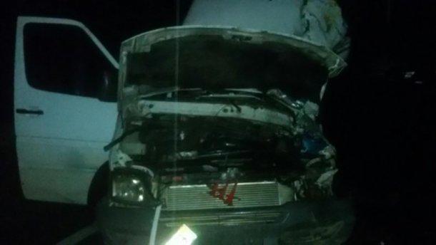 На Закарпатті фуру занесло на мікроавтобус із туристами: є загиблий і багато постраждалих