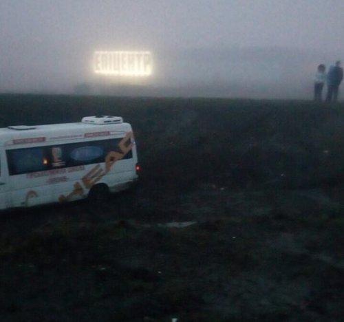 Під Львовом пасажирський бус із дітьми перекинувся у кювет: є постраждалі (ФОТО)