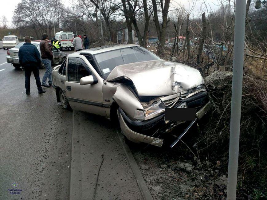 У Львові сталася аварія за участю трьох автомобілів: є потерпілі (ФОТО)