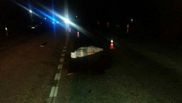 Подвійна аварія на Львівщині: на вже мертвого пішохода наїхало ще одне авто (ФОТО)