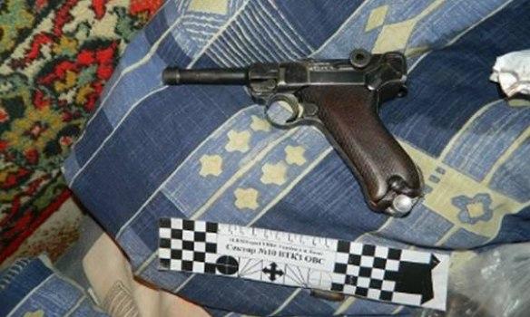 У Києві пенсіонер вистрелив собі в голову з пістолета