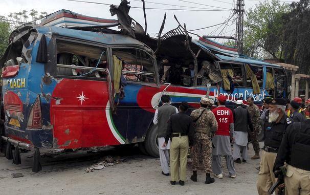 У Пакистані вибухнув автобус з держслужбовцями, загинули щонайменше 15 осіб