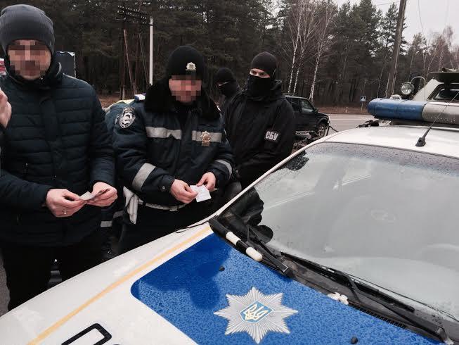 На Волині СБУ затримала на хабарі двох інспекторів патрульної служби (ФОТО)