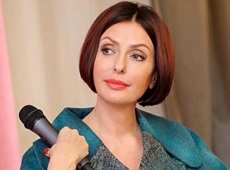 Дружина Яценюка заспівала і повідомила, що не спить одна (ВІДЕО)