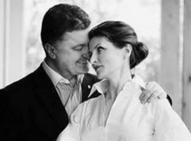 Дружина Порошенка полюбляє чорно-біле та носить міні (ФОТО)