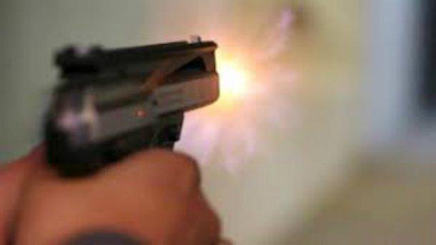 На Рівненщині кілька десятків людей влаштували стрілянину
