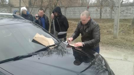 У Кіровограді за хабар і торгівлю наркотиками затримали офіцера карного розшуку