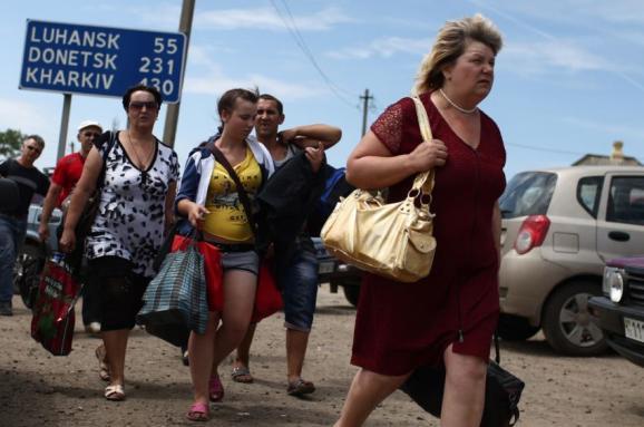 """На Донеччині чиновники заробили 10 млн гривень на """"липових"""" переселенцях"""