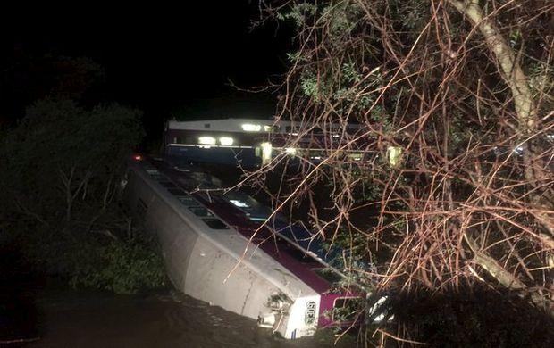 У Каліфорнії зійшов з рейок пасажирський потяг, є постраждалі
