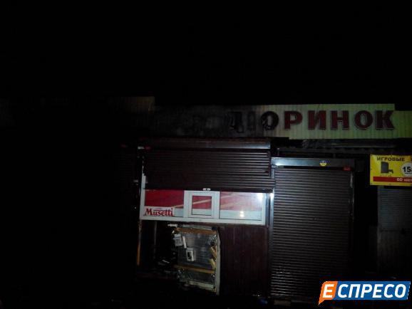 В столице пожар на радиорынке: на месте работают пожарные