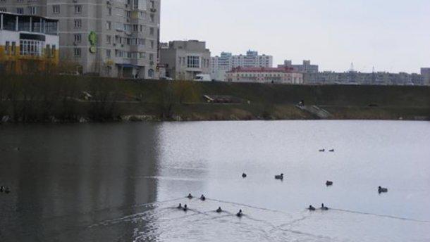 З озера у Києві дістали тіло жінки