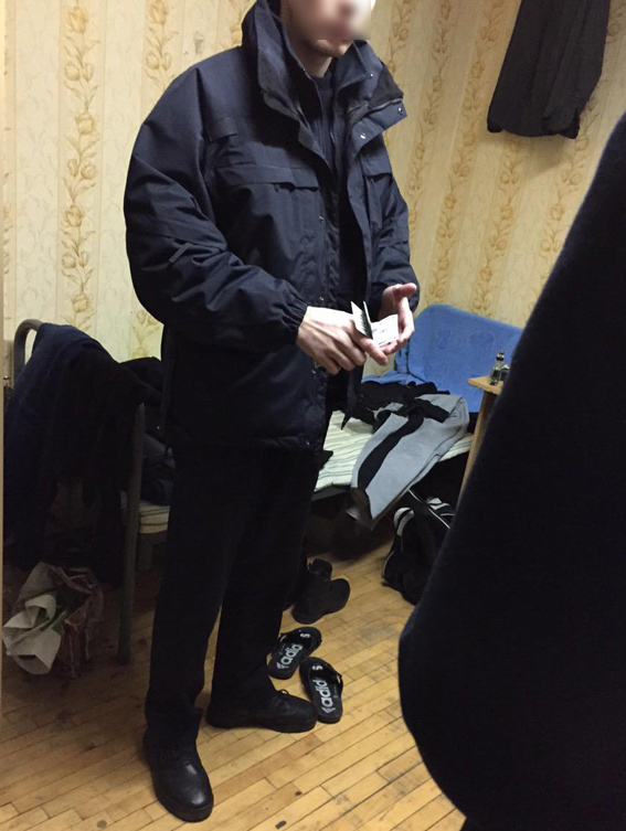 У Києві затримали поліцейського, який незаконно привласнив 11 тис. доларів