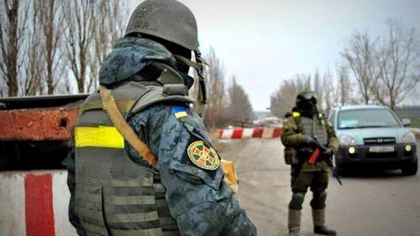 Вночі від обстрілів бойовиків постраждав прикордонник