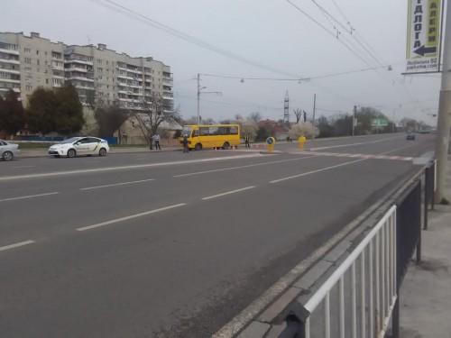 На пішохідному переході у Львові маршрутка збила жінку (ФОТО)