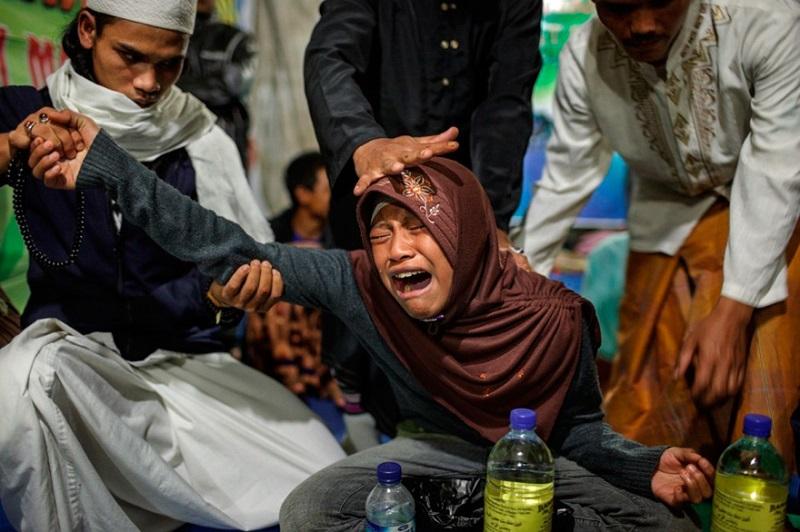 Ось які жахи ховаються за дверима лікарні для психічно хворих людей в Індонезії! (ФОТО)