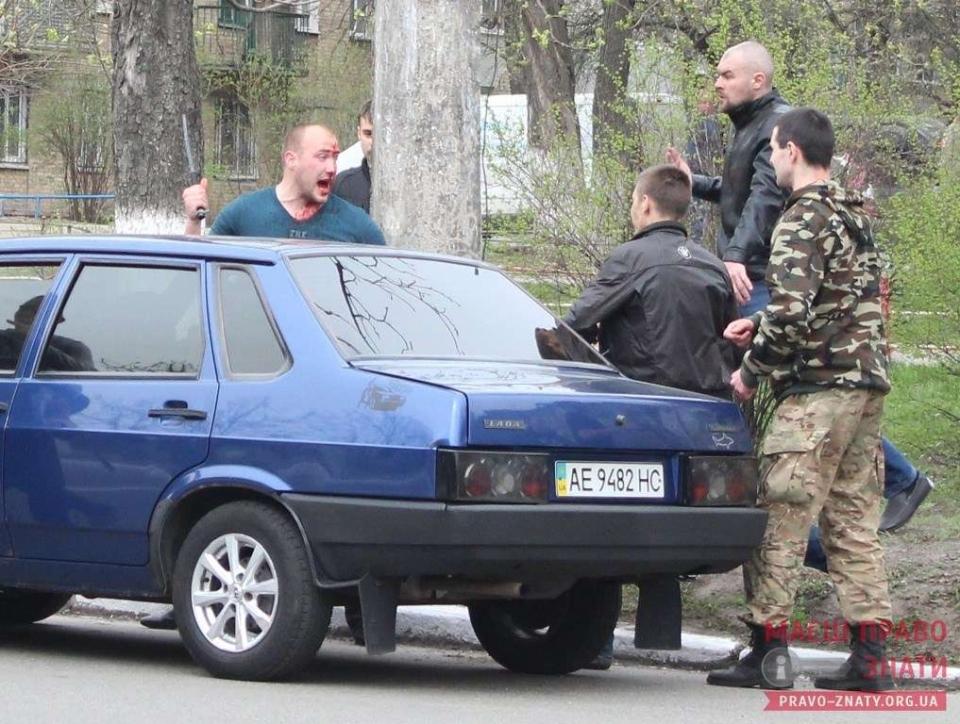 Бійка, кров і сміттєвий бак – під Києвом люстрували екс-свободівця (ФОТО)