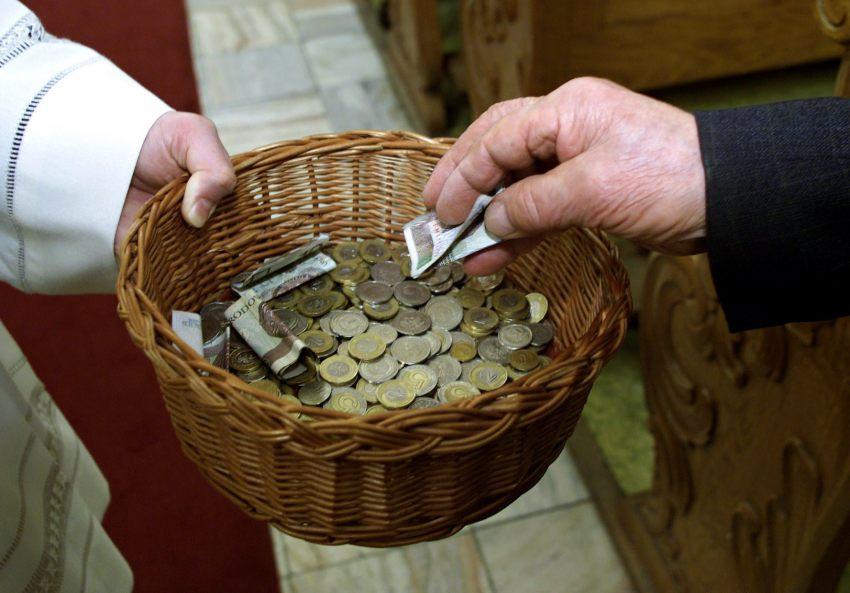 Кому йдуть ваші гроші на тацю: хто володіє українськими святинями