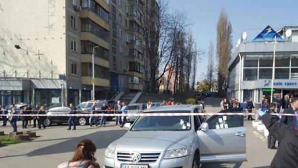 Вбивство у центрі Києва: у чоловіка випустили 8 куль (ФОТО)