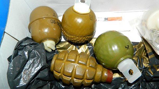У мешканців Донеччини масово вилучають бойові гранати, одну таки підірвали
