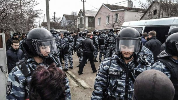 """Під прикриттям """"перепису"""" окупанти влаштували рейд по домівках кримських татар"""