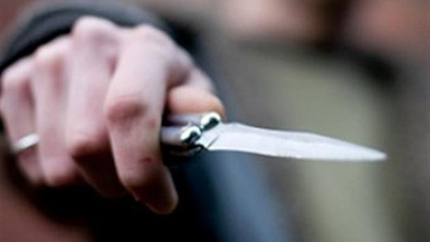 Під Києвом поліцейський підстрелив чоловіка, який кинувся з ножем на його колегу