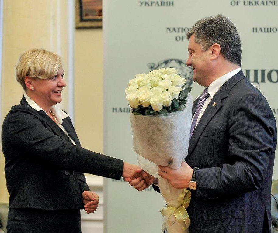 """Почему Порошенко """"бережет"""" Гонтареву, за что ее критикуют и когда возможна отставка"""