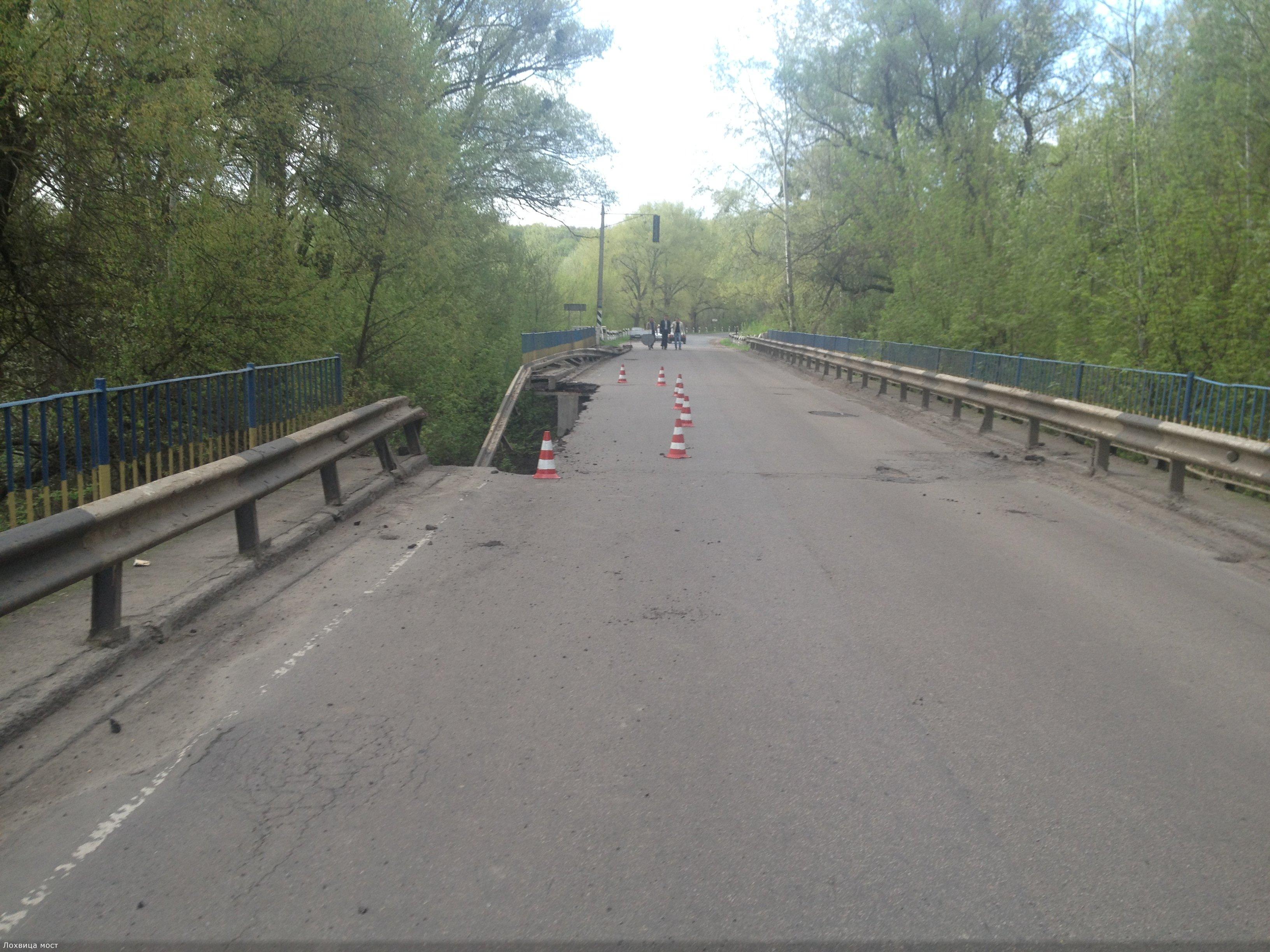 На Полтавщині обвалився автомобільний міст через річку
