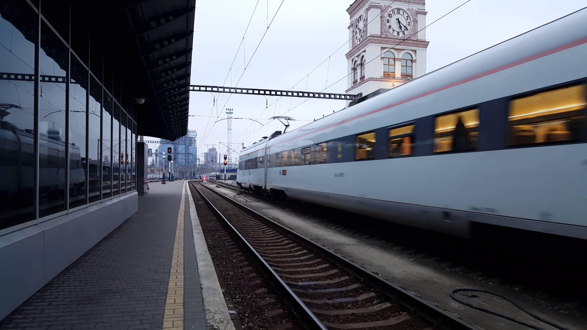 Скрытая съемка в вагоне поезда 4 фотография