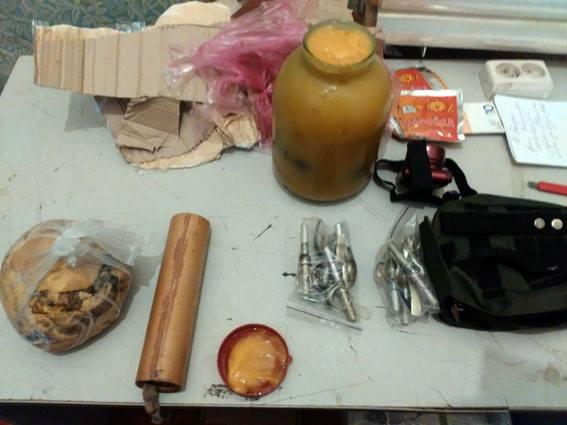 Боєць ЗСУ відправив на західну Україну гранати в банці з медом (ФОТО)