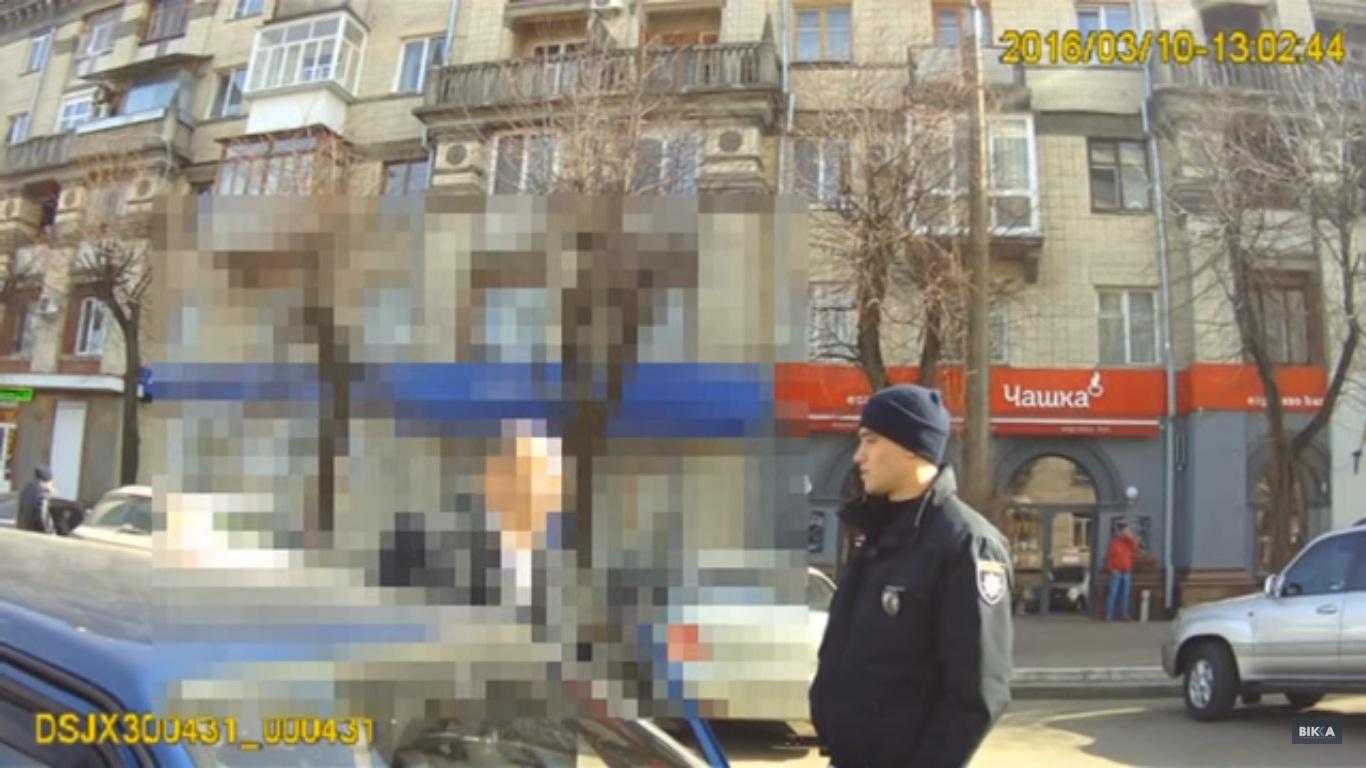 """В мережі """"сплило"""" відео, як майбутній заступник мера Черкас хамив поліцейським (ВІДЕО)"""