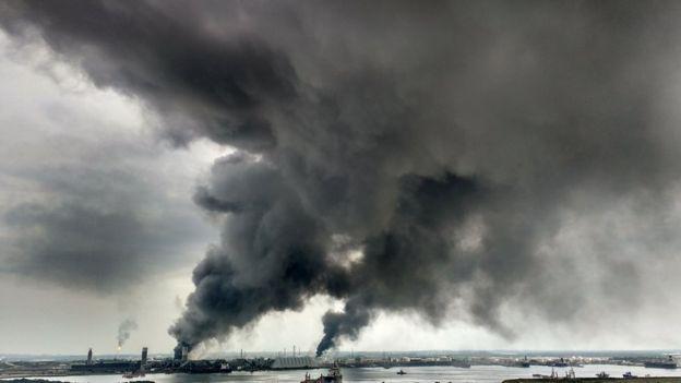 У Мексиці стався потужний вибух на нафтопереробному заводі, є загиблі