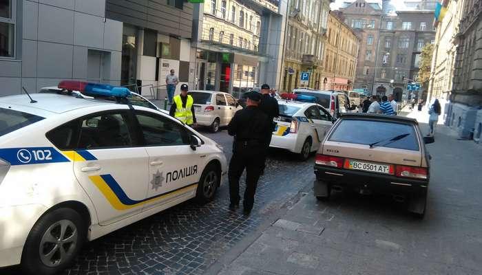 Поліція затримала у Львові військових ЗСУ з вогнепальною зброєю