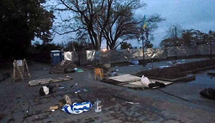 """В Одесі розгромили """"антитруханівський майдан"""" (Відео)"""