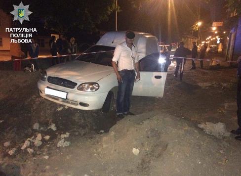 П'яний водій в'їхав у насип грунту, де проводились ремонтні роботи