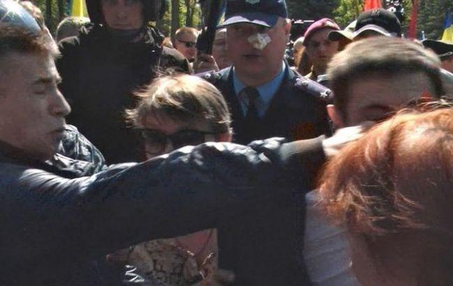 У Харкові у ході бійки біля Меморіалу Слави поліцейському розбили ніс