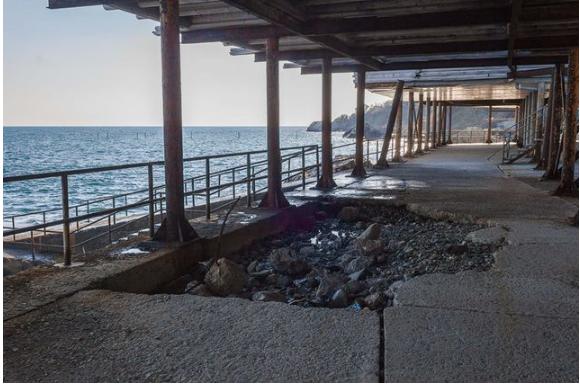 Украинцы шокированы видом пляжей известного крымского курорта (ФОТО)
