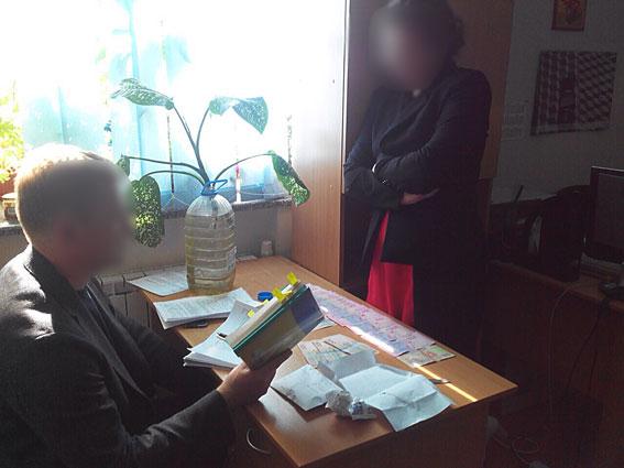 В Києві заступник директора одного з інститутів попалася на хабарі