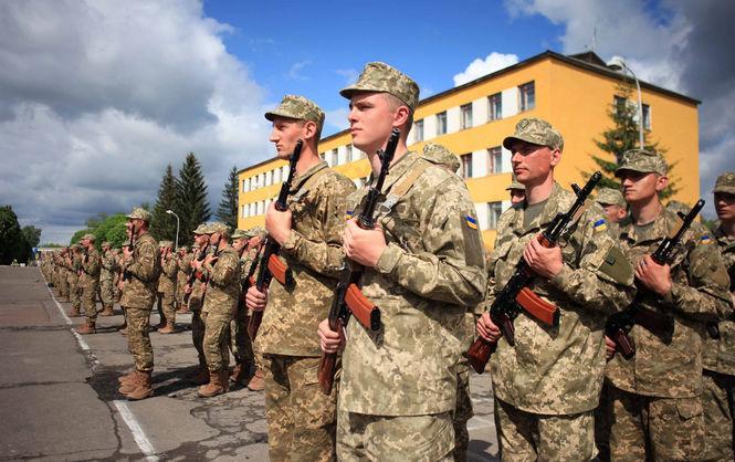На Львівщині сотні українських військових прийняли присягу на службу в ЗСУ за контрактом (ФОТО)