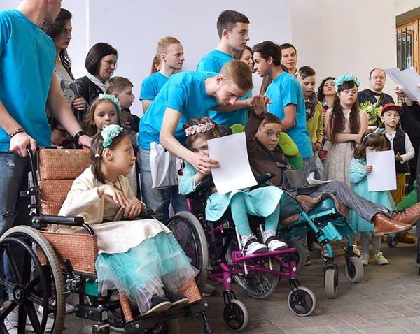 Самопоміч влаштувала піар на дітях з особливими потребами (ФОТО, ВІДЕО)