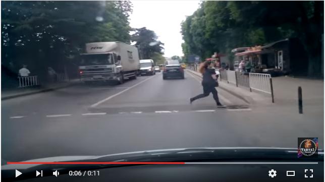Дикі пішоходи шокували львівських водіїв (ВІДЕО)