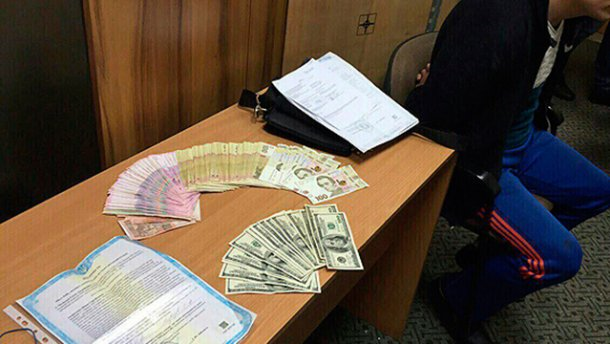 """В Одесі шахрай спробував викрасти півтора мільйона за """"липовими документами"""""""