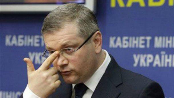 Скандального Вилкула облили зеленкой и обсыпали мукой в Днепропетровске