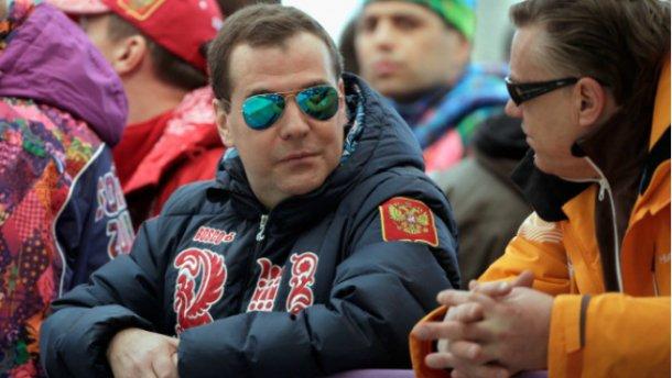 Медведев собрался в оккупированный Крым