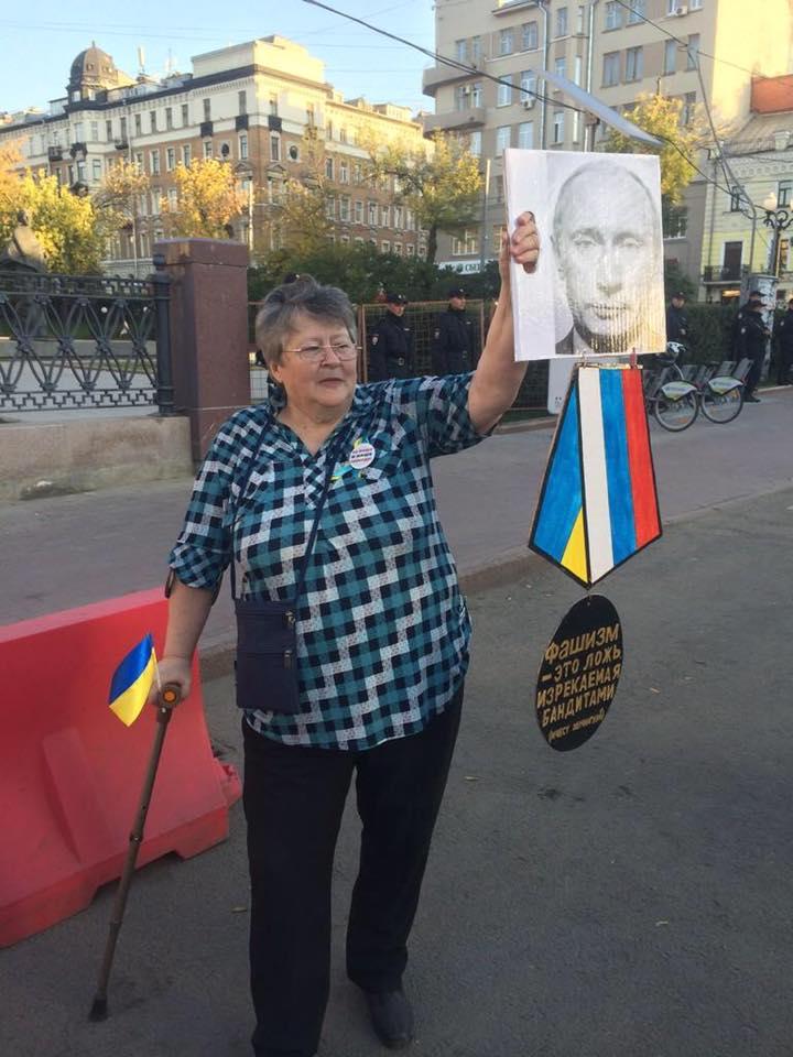 Росіянка, яка підтримує Україну, викликає все більший захват у мережі (ФОТО, ВІДЕО)