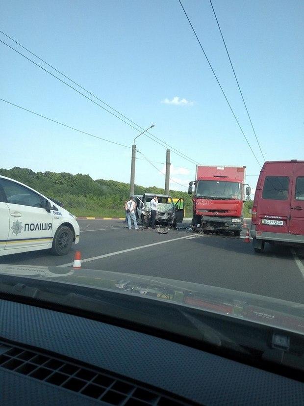 З'явились фото жахливої ДТП із фурою біля Львова