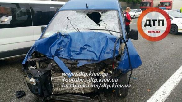 На Бориспільській трасі сталася ДТП за участю п'яти автомобілей: загинула людина